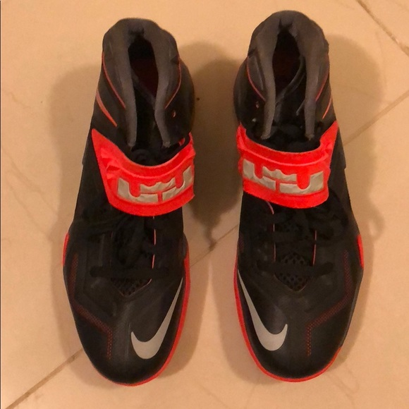 best sneakers a9e53 2805c Select Size to Continue. M 5bd98b4cc617775c81182ca8. 9.5